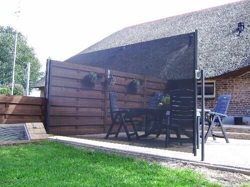 Terras-Windscherm geplaatst in tuin