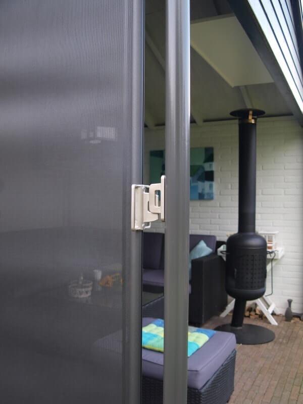 terras windscherm voorbeeld- montage op metalen paal